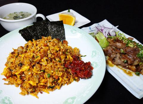 タコチャンジャの炒飯と牛カルビの焼肉セット